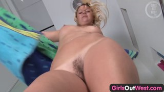 Blondie washes her hairy pussy