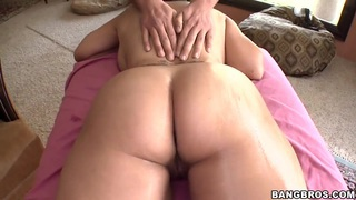 Jessica Bangkok's sexy Asian body receives a thrilling massage