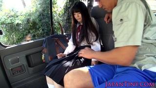Cumswallowing asian schoolgirl in the car