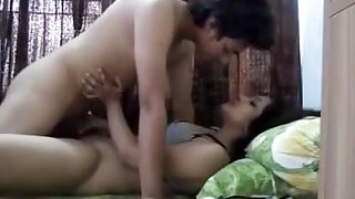 Traditionally dressed Indian brunette plumper in the homemade sex clip